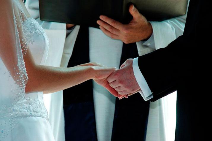 Los jóvenes celebraban sus bodas clandestinamente